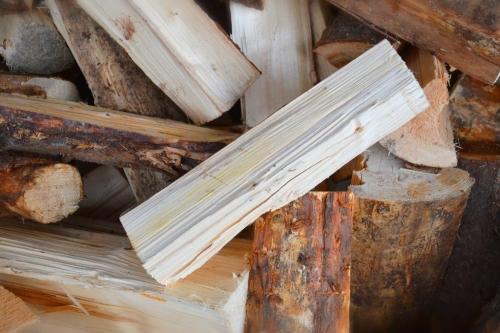 Měkké dřevo suché